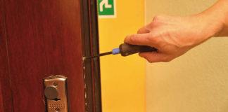 Демонтаж замкового механизма двери