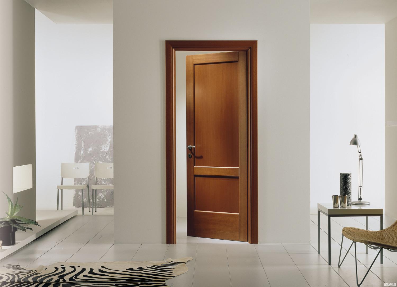 Приоткрытая дверь