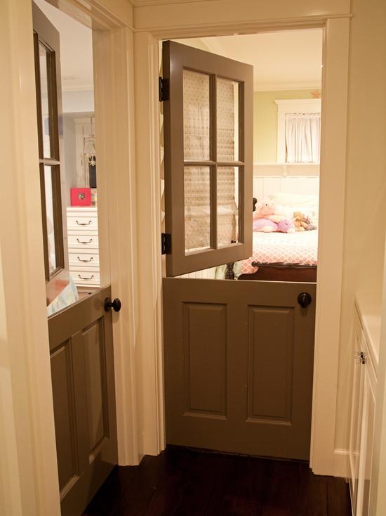 Конюшенная дверь