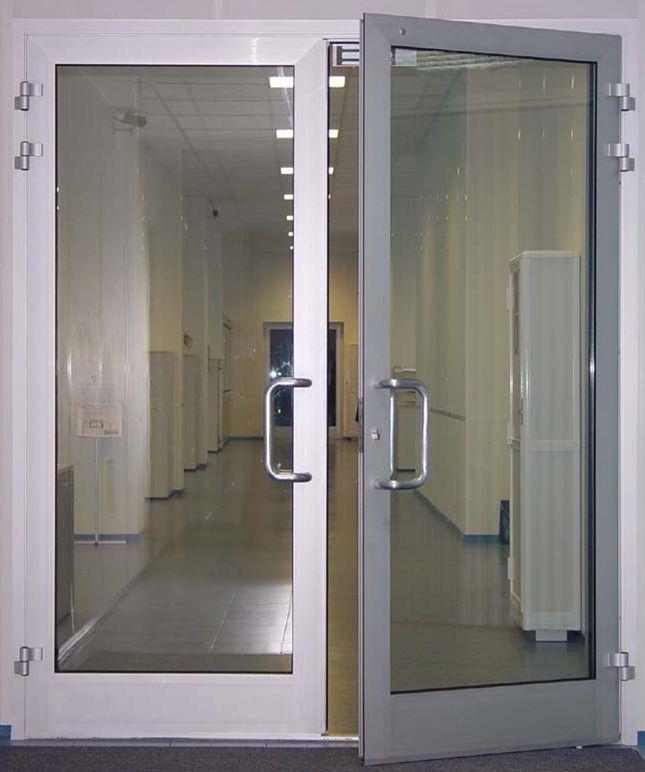 Распашная дверь из алюминия