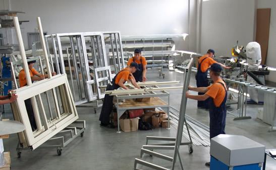 Производство дверей из алюминия