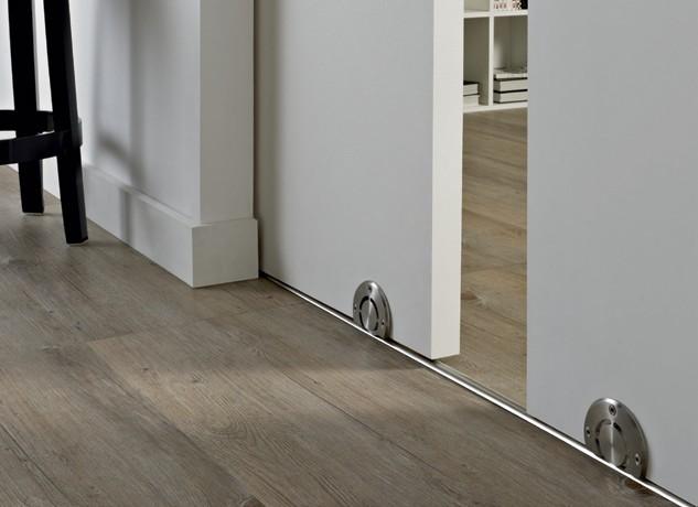 Дверь с нижней направляющей