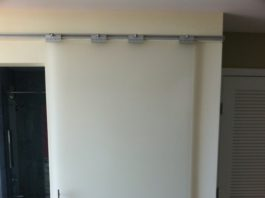 Стеклянная раздвижная дверь от Икеа