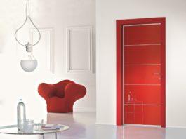 Глянцевая красная дверь