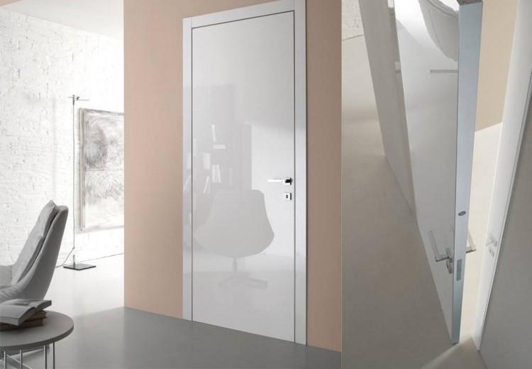 Глянцевая дверь в интерьере