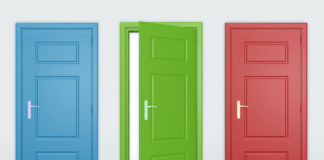 Крашенные деревянные двери