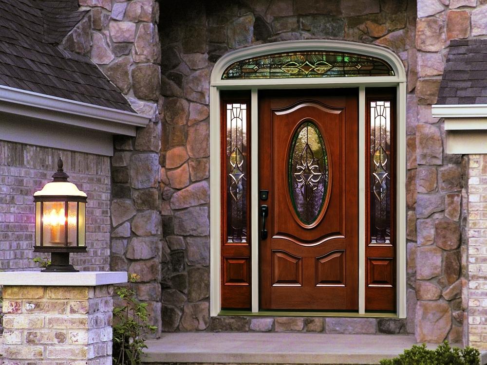 Входная дверь с стеклом и ковкой