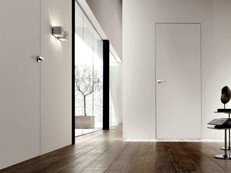 Скрытая дверь в стене
