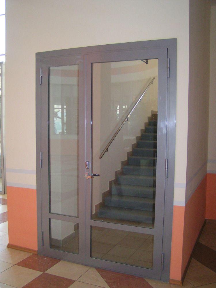 Остекленная огнеустойчивая дверь