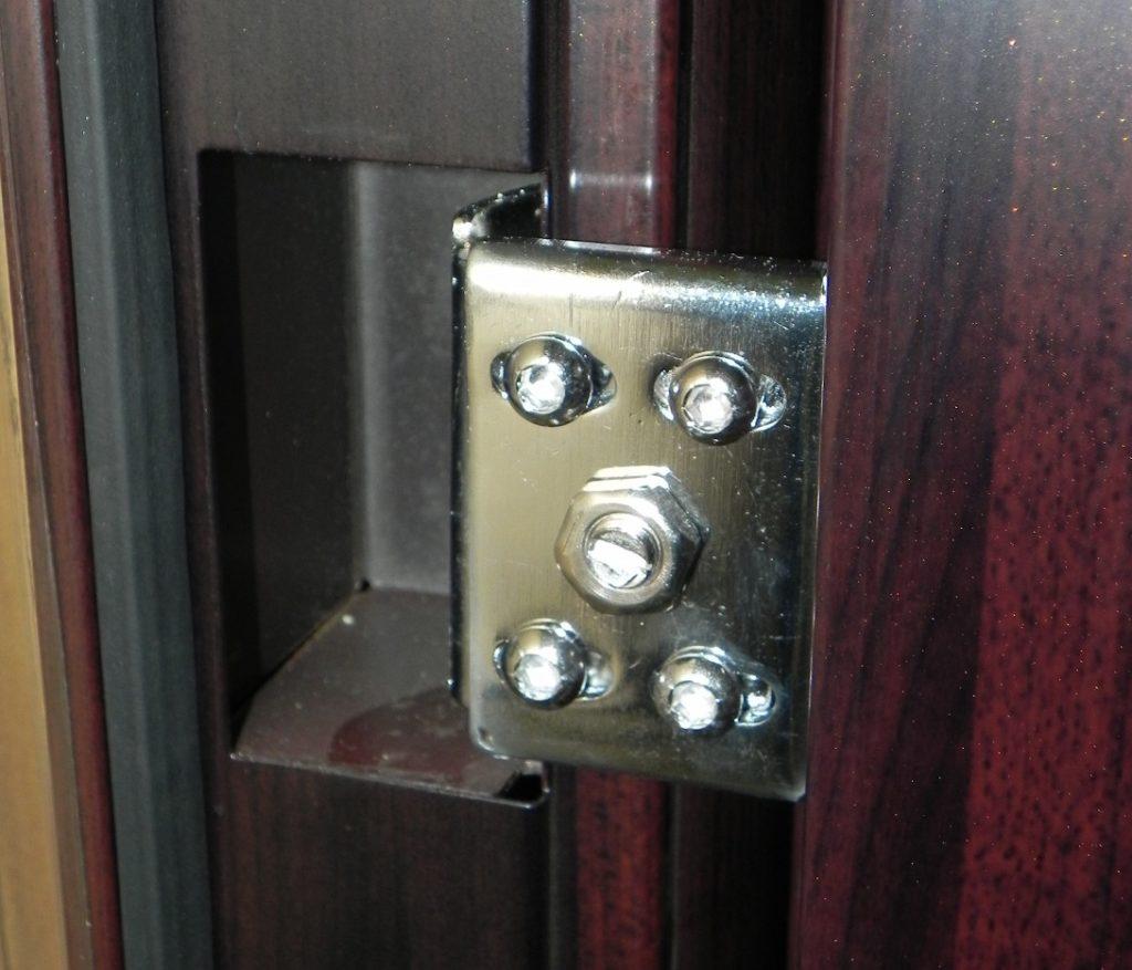Петли металлической двери