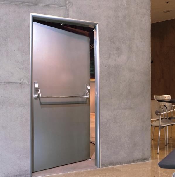 Противопожарная дверь из нержавеющей стали