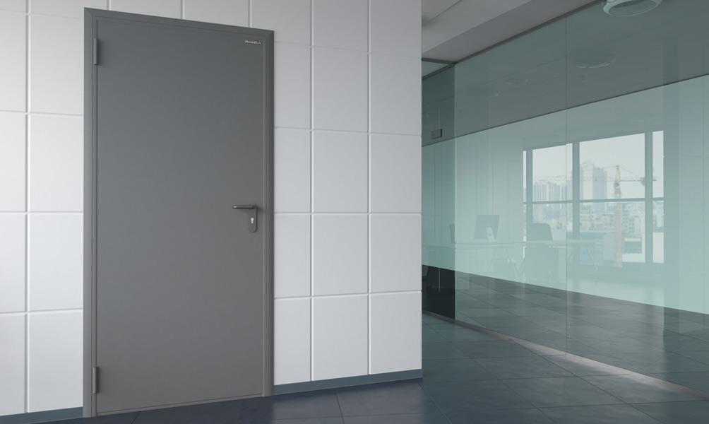 Техническая дверь в офисном здании
