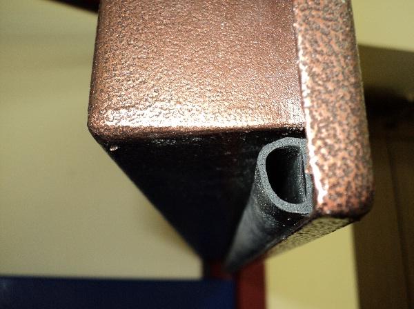Уплотнитель железной двери
