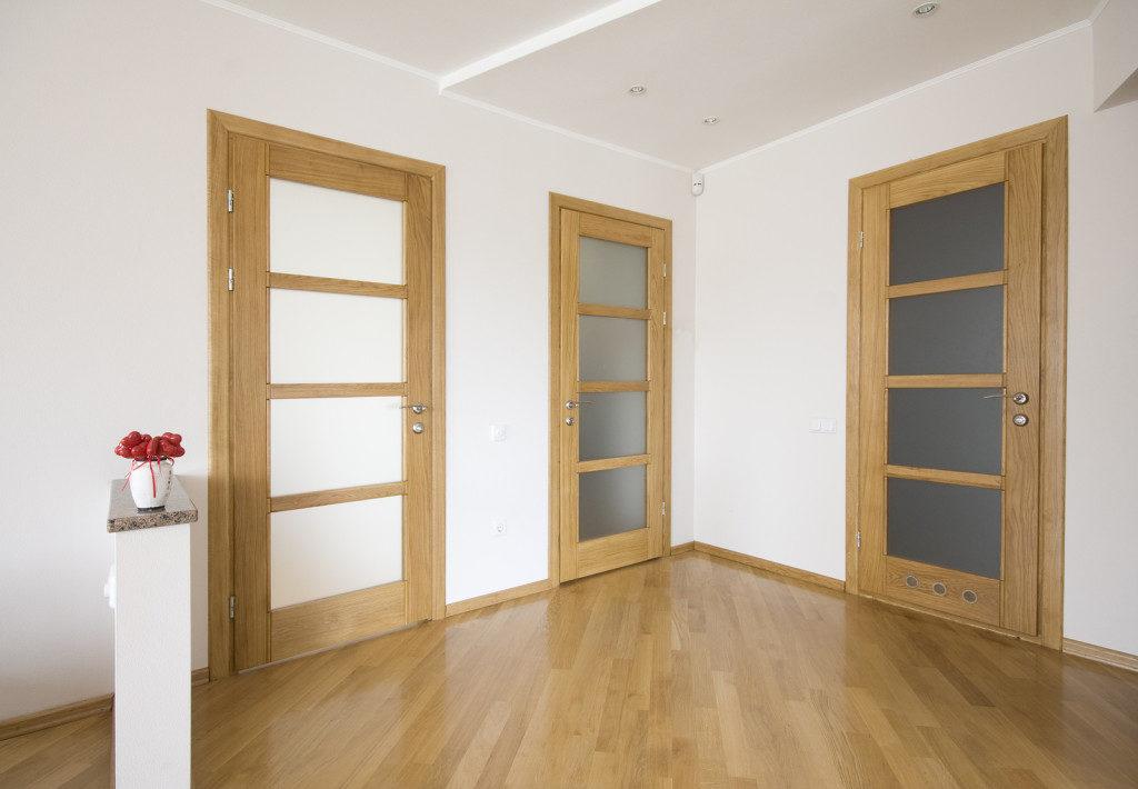 Двери из ясеня в интерьере