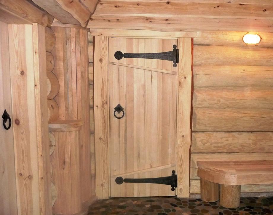 Деревянная дверь в парную