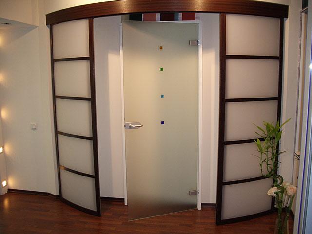 Комбинированная радиусная дверь