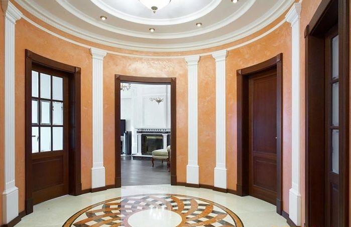 Закругленные двери в классическом интерьере