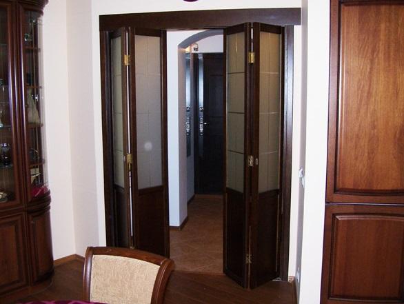 Четырехсекционная складная дверь