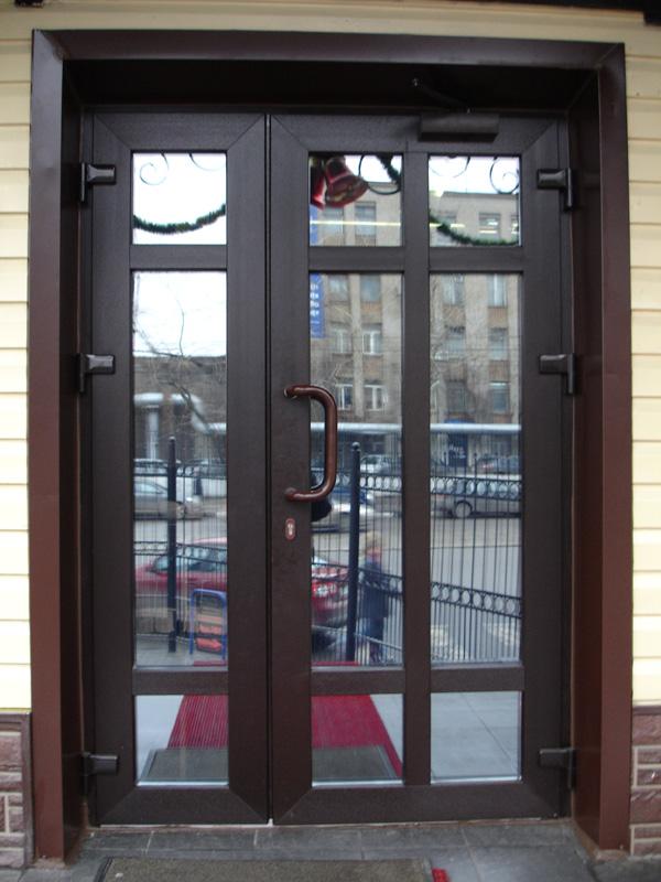 Входная дверь с тонированным стеклом