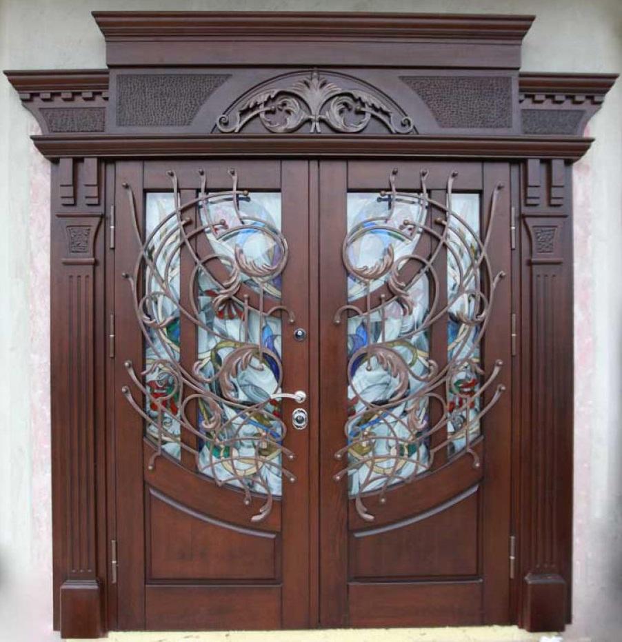 Дубовая дверь с декором