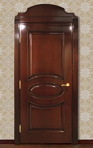 Дубовая дверь в интерьере