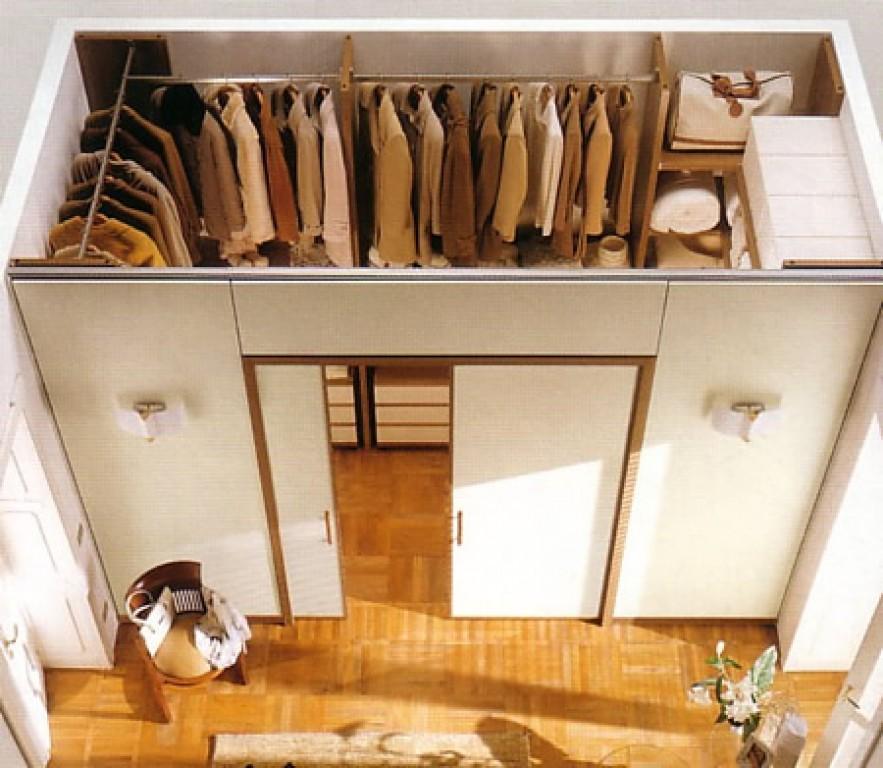 Дверь в стену для гардероба
