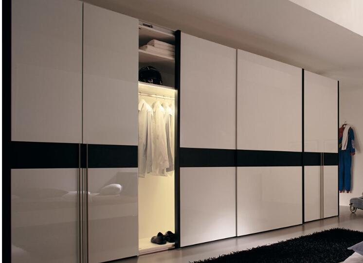 Лакированная дверь для гардеробной