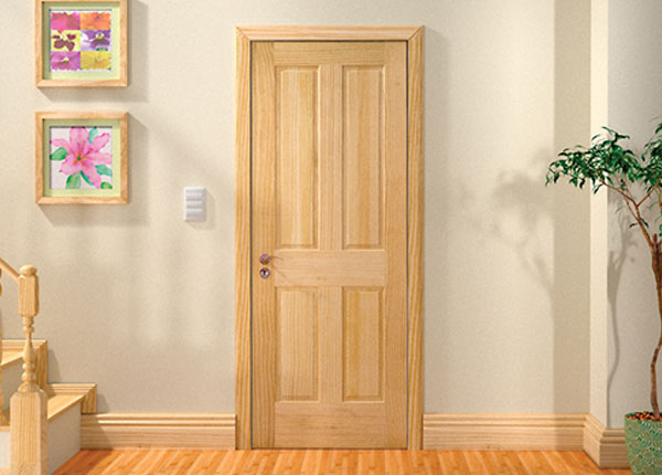 Внешний вид двери из сосны в квартире