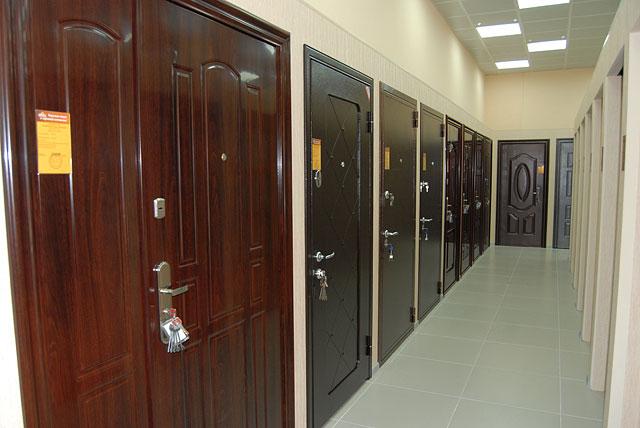 Металлические двери в магазине