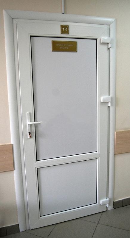 Пластиковая офисная дверь