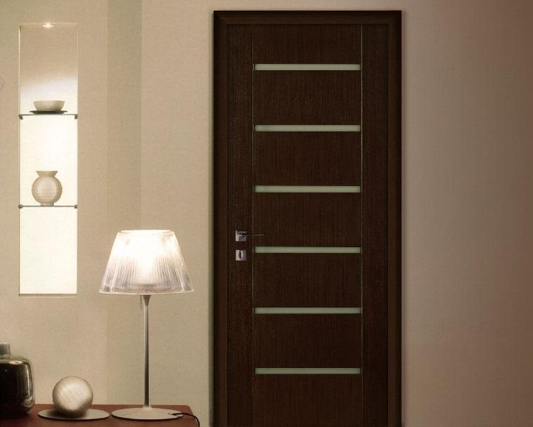 Дверь венге в интерьере квартиры