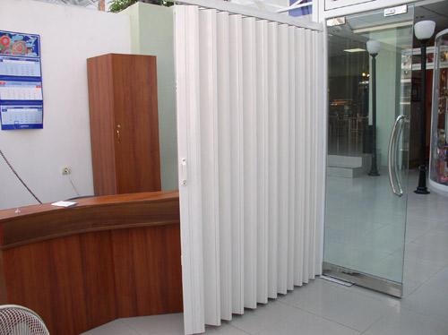Многостворчатая дверь-гармошка