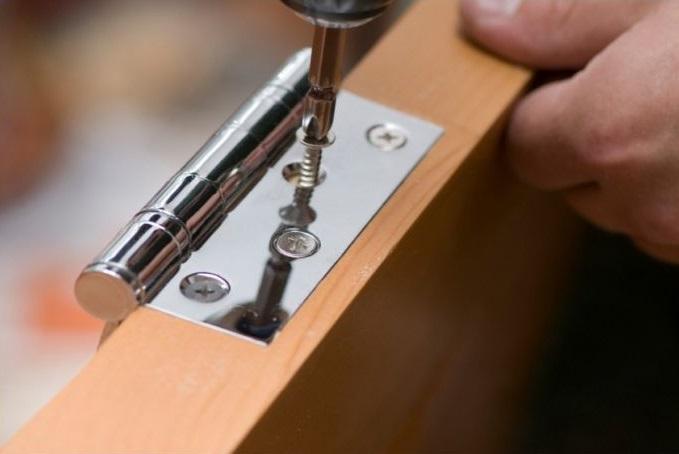 Монтаж фурнитуры на дверь