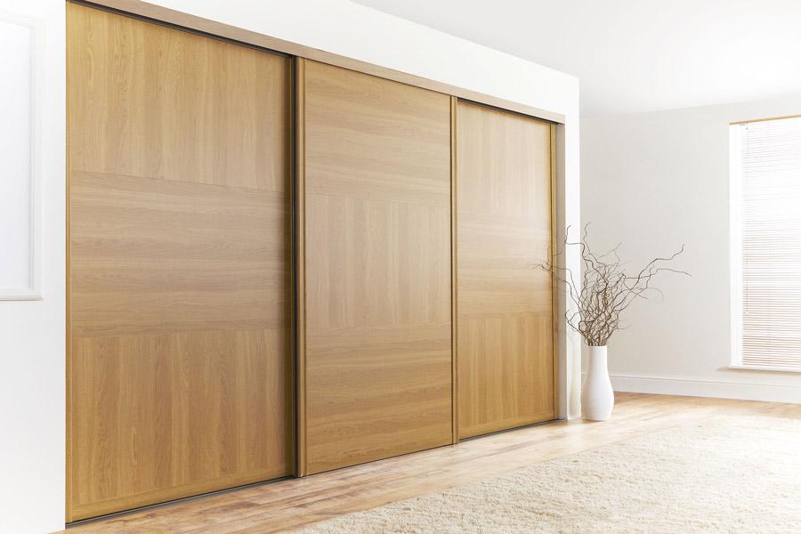 Деревянная дверь для гардероба