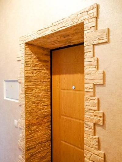 Проем двери из искусственного камня