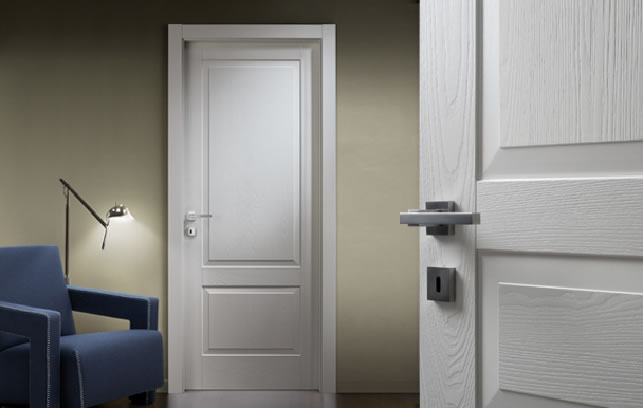Простые двери белого цвета