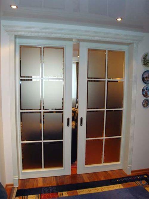 Раздвижная дверь белого цвета