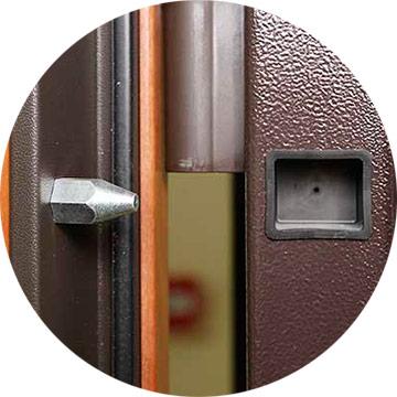 Ригель входной двери