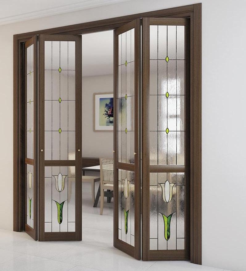 Складная дверь со стеклянными вставками