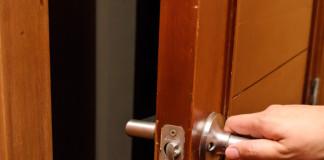 Скрипящая дверь