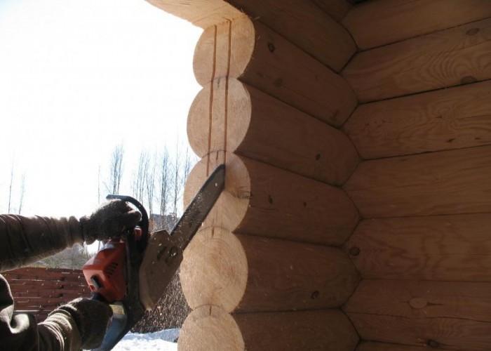 Подготовка бревен под монтаж дверной коробки