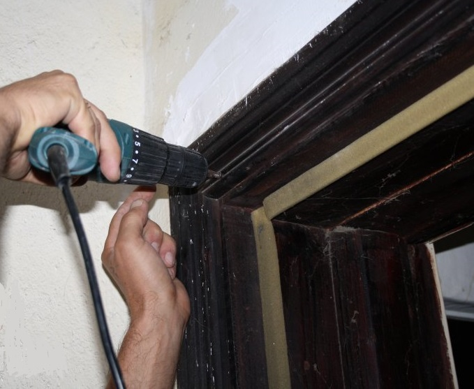 Монтаж наличника входной двери