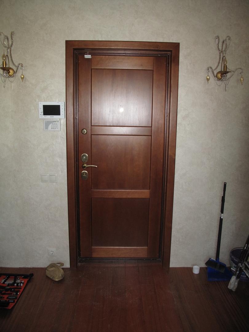 Входная дверь из ольхи