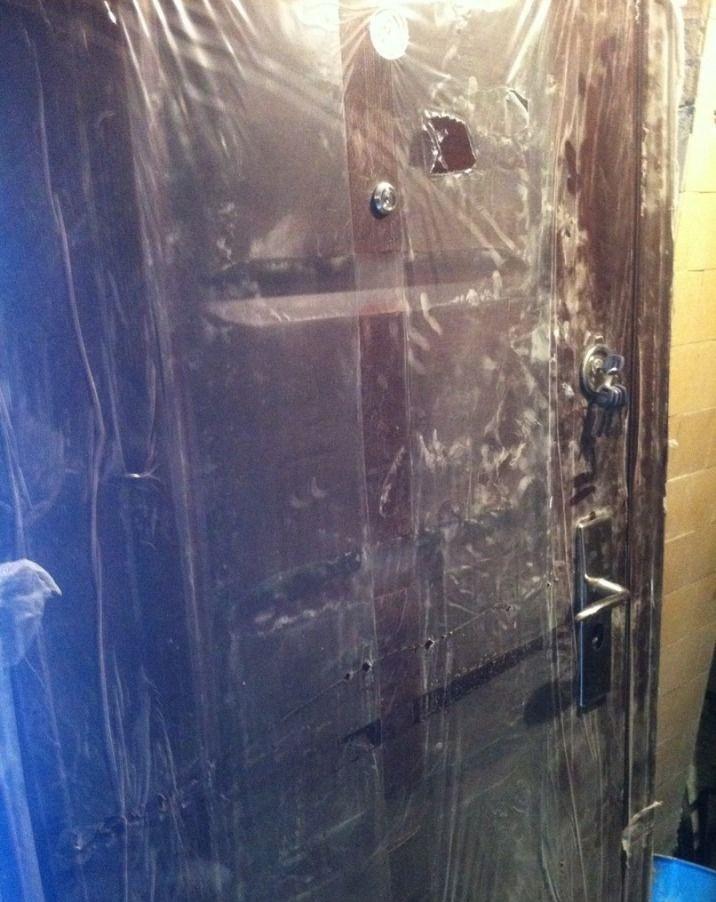 Входная дверь в пленке