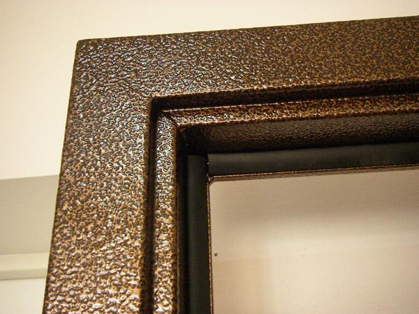 Металлический наличник двери