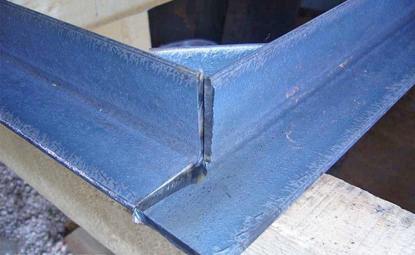 Стыковка дверной коробки перед сваркой