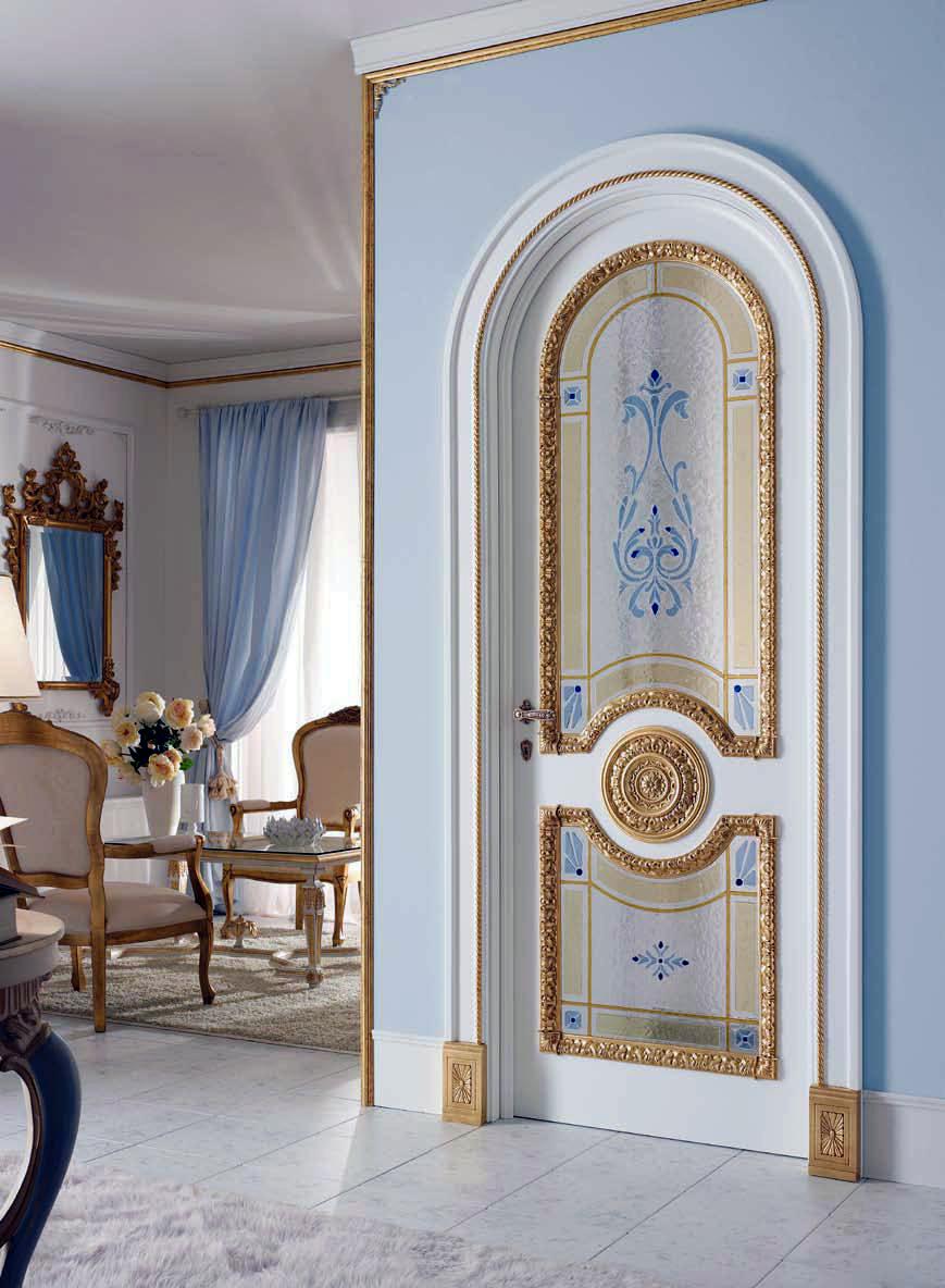 Арочная дверь в старинном стиле