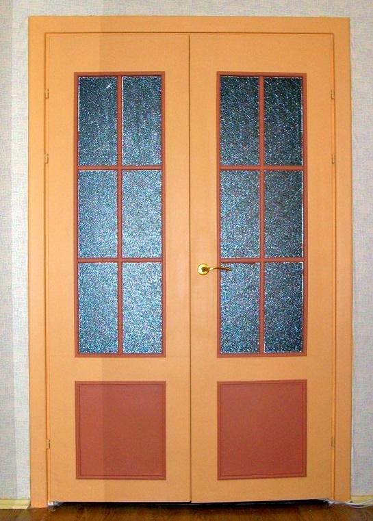 Дверь из ДВП со стеклянными вставками