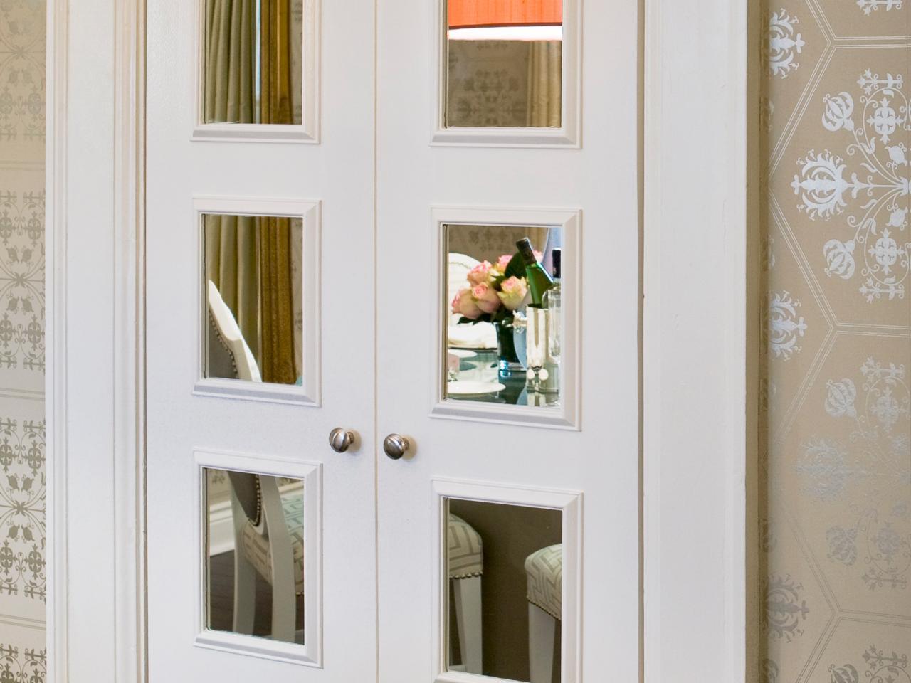 Дверь с квадратным вставками из зеркала