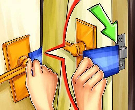 Открытие двери пластиковой карточкой